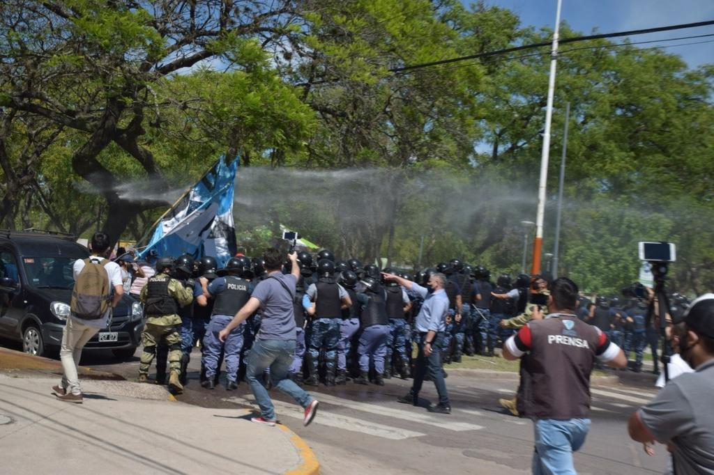 Barrios-de-Pie-represion-II-20-11-16-01