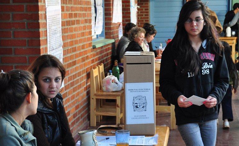 Jovenes-votando-20-11-02-01