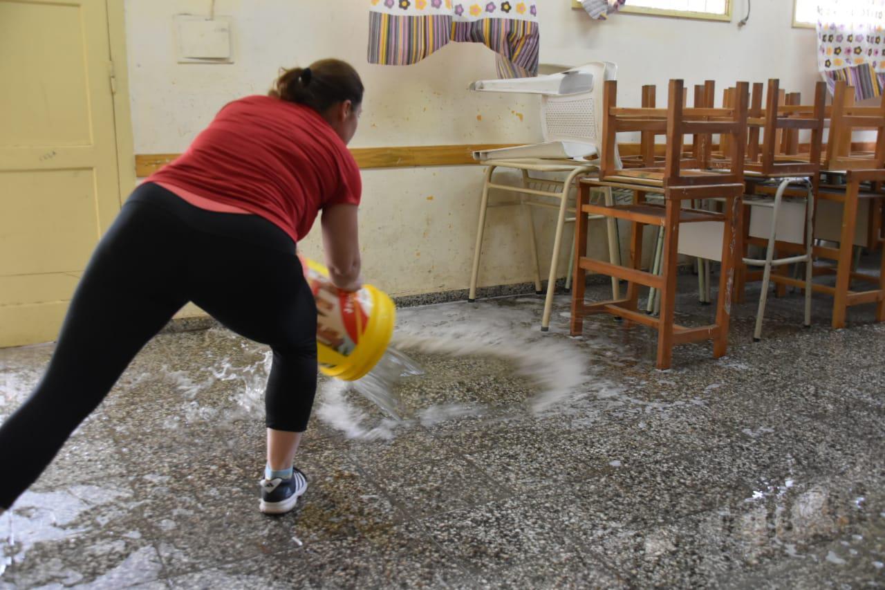 Mujeres-al-Frente-Limpieza-Escuela-33-21-03-05-08
